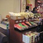 ささやま荘の店内の様子の写真 - お土産売り場